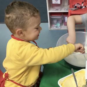 Making Dinosaur Cupcakes at Children 1st @ Sheffield